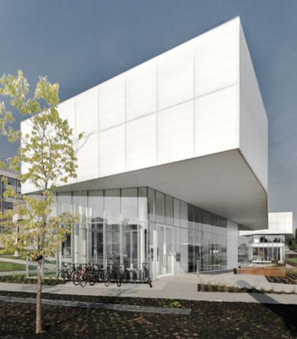 Inauguration officielle de la bibliothèque Saul-Bellow de l'arrondissement de Lachine (Groupe CNW/Ville de Montréal - Arrondissement de Lachine)