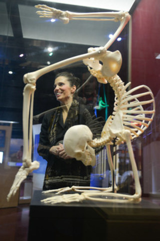 The Honourable Kirsty Duncan, Minister of Science, explores the wonders and limits of the human body in The AstraZeneca Human Edge exhibition hall during today's #EmptyOntarioScienceCentre event, a collaboration between the Ontario Science Centre and Instagram. (CNW Group/Ontario Science Centre)