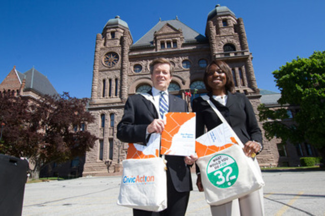 John Tory and Mitzie Hunter deliver Our Region Our Move report to elected officials (CNW Group/CivicAction)