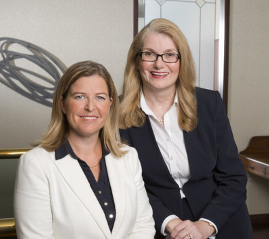 Cindy Clarke and Victoria Prince of Borden Ladner Gervais LLP, winners of the Women's Executive Network (WXN) 2015 Canada's Most Powerful Women: Top 100 Award (CNW Group/Borden Ladner Gervais LLP)