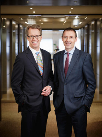 Peter Lukasiewicz and David Fennell, leaders of new international law firm Gowling WLG. (CNW Group/Gowling WLG (Canada) LLP)
