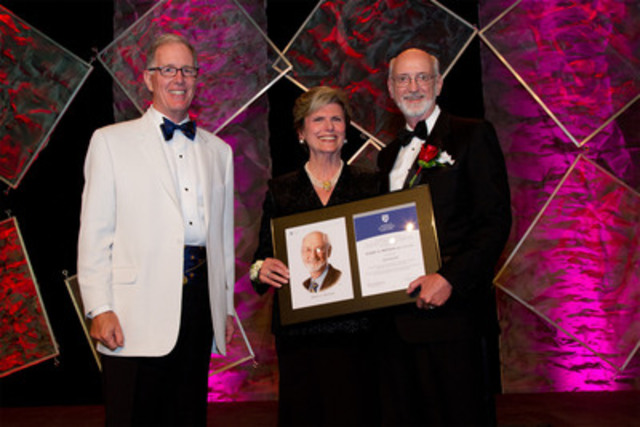 Robert Bertram (right), Director, Nexen Inc. receives his 2012 ICD Fellowship Award from Donna Soble Kaufman (centre), Chair of the ICD and Jim Leech (left), President & CEO, Ontario Teachers' Pension Plan. (CNW Group/Institute of Corporate Directors (ICD))