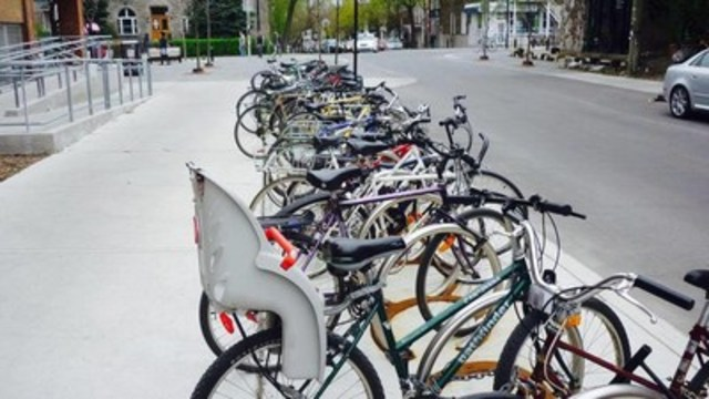 Le Plateau-Mont-Royal augmente l'offre de stationnement pour vélos pour répondre à la demande croissante des cyclistes. (Groupe CNW/Ville de Montréal - Arrondissement du Plateau-Mont-Royal)