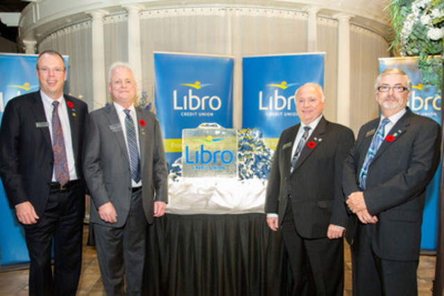 (Left to Right) Libro Financial Group's President & CEO Stephen Bolton and Board Chair Rick Joyal unveil the name and logo of the new Libro Credit Union alongside United Communities Credit Union's Board Chair Dennis Hogan and President & CEO Jim Lynn. The ice sculpture was unveiled after member-owners approved the amalgamation of the two credit unions during Special General Meetings that took place on November 4, 5, and 6. (CNW Group/Libro Financial Group)