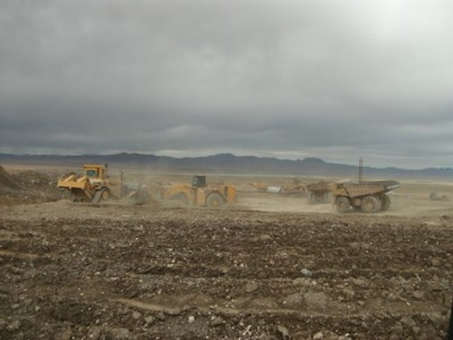 Preparing the pad and ponds (CNW Group/Rye Patch Gold)