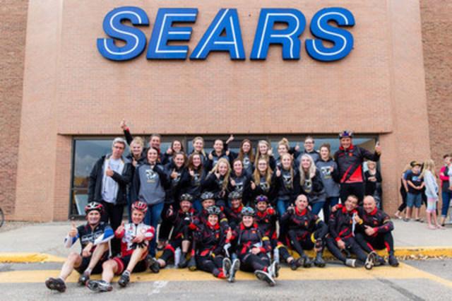 Sears à vélo contre le cancer chez les jeunes - Medicine Hat (Groupe CNW/Sears Canada Inc.)