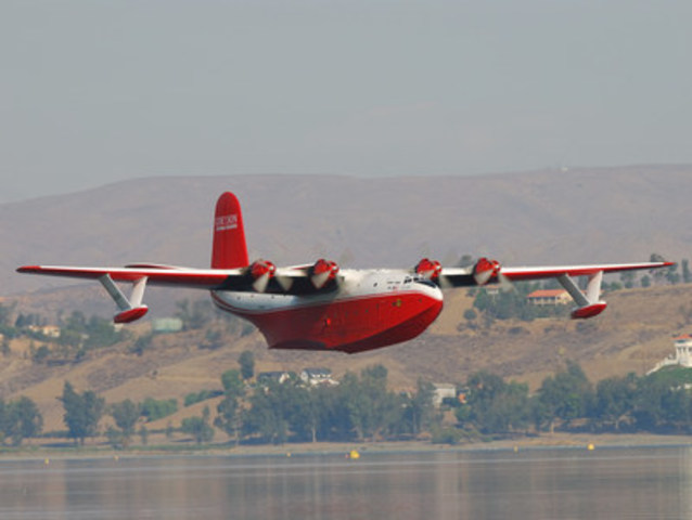 Coulson Flying Tankers is officially launching The Ultimate Flying Experience; a two day course where you have the opportunity to fly the world's largest water bomber! (CNW Group/The Coulson Group of Companies)