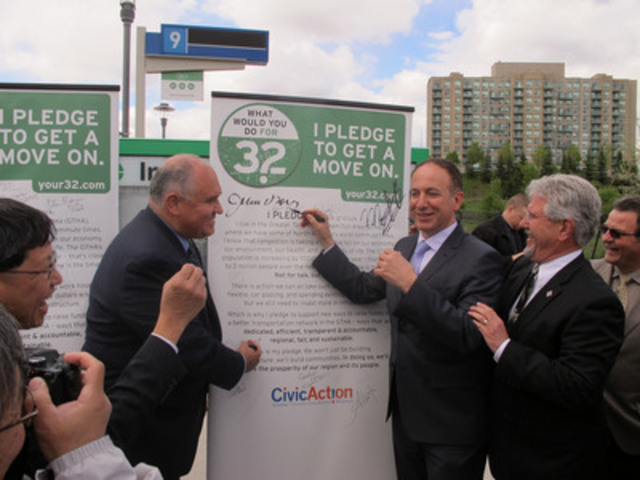 """Markham Mayor Frank Scarpitti and Vaughan Mayor Maurizio Bevilacqua sign CivicAction's Your32 """"Pledge to Get a Move On"""" (CNW Group/CivicAction)"""