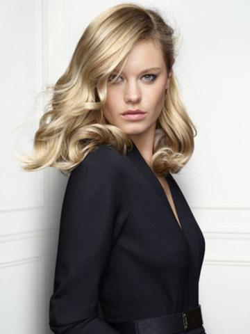 Reconnue pour ses talents de modèle, et catégorisée parmi le top 10 de Vanity Fair comme une des femmes françaises les plus influentes dans le monde, Camille Rowe-Pourcheresse sera le visage de la campagne INOA BLOND RESIST de L'Oréal Professionnel (Groupe CNW/L'Oréal Professionnel)