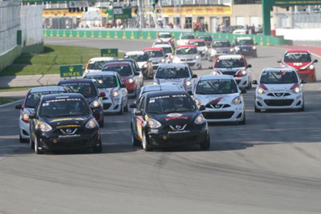 25 Nissan Micra au départ de la course de samedi, sur le circuit Gilles-Villeneuve. (Groupe CNW/Nissan Canada Inc.)