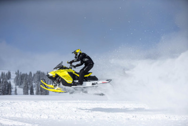 A brand-new REV Gen 4 platform designed for Ski-Doo Summit, MXZ and Renegade models sets new benchmark for effortless and precise riding. The new Rotax 850 E-TEC engine is the most powerful 2-stroke snowmobile engine in the industry and was developed specifically for the new REV platform (CNW Group/BRP)