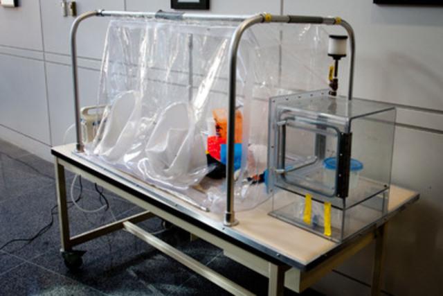 Gros plan sur une section du laboratoire mobile qui sera déployé en République démocratique du Congo. Un tel équipement est nécessaire pour l'identification rapide du virus Ebola. (Groupe CNW/AGENCE DE LA SANTE PUBLIQUE DU CANADA)