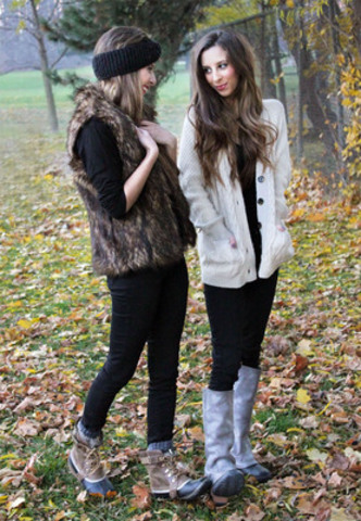 SOREL's Whistler style ambassadors and fashion influencers, the Sparks Twins, will provide consumers with an exclusive behind the scenes look at the events and fashion of the Whistler Film Festival. (CNW Group/SOREL)