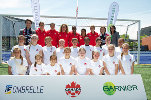 Press conference in Toronto celebrating the announcement of Garnier-Ombrelle's partnership with the Canadian Soccer Association. From left: Jean-Daniel Labbé, Group Manager, Garnier Skin Care & Ombrelle, Canada's Women's National Soccer Team players: Emily Zurrer, Melissa Tancredi, Carmelina Moscato, Robyn Gayle, Desiree Scott, Sophie Schmidt, and Dr. Sonya Cook, Dermatologist at Compass Dermatology Toronto, Sandra Gage, Director of Business Development, Canadian Soccer Association In front: Hamilton Sparta U-14 Girls Soccer Team (CNW Group/Garnier) (CNW Group/L'Oréal)
