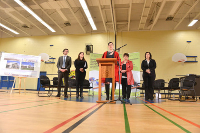 Joanne Bouchard, member of the parents council at École secondaire Académie catholique Mère-Teresa (ACMT) during the press conference. Photo credit: Shan Qiao (CNW Group/Conseil Scolaire de District Catholique Centre-Sud)