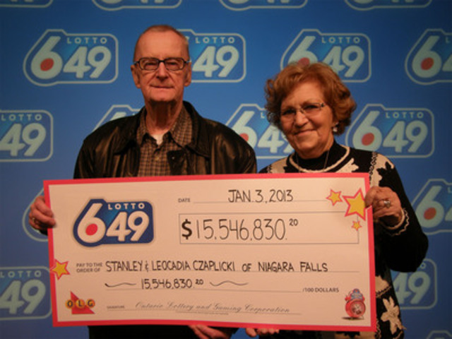 Stanley and Lottie Czaplicki collect their cheque for $15.5 million at the OLG Prize Centre, after winning the December 29, 2012 LOTTO 6/49 jackpot. (CNW Group/OLG Winners)