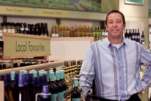 Ed Madronich, président du conseil du Wine Council of Ontario, fait valoir les populaires vins ontariens à la LCBO. (Groupe CNW/Régie des alcools de l'Ontario)