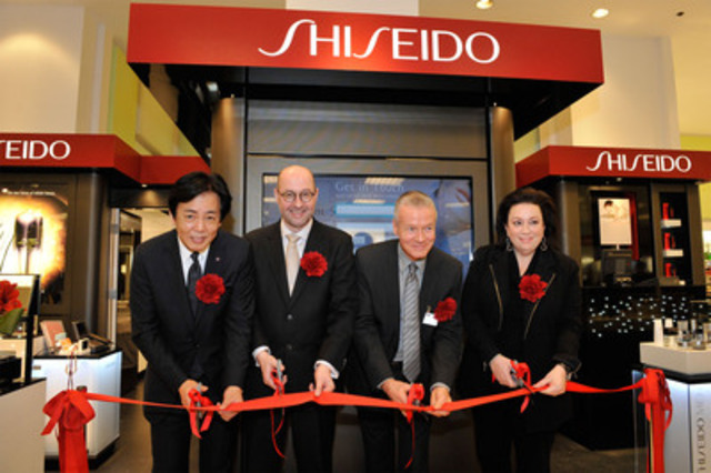 Keiichi Fujii, President, Shiseido (Canada) Inc.; Carsten Fischer, Director, Senior Corporate Officer, C.O.O., Global Business, Shiseido Co. Ltd; Richard Montgomery, Store Manager, The Bay Queen Street; and Shelley Rozenwald, Chief Beauty Adventurer, The Bay, officially open the new Shiseido counter. (CNW Group/Shiseido Canada Inc.)