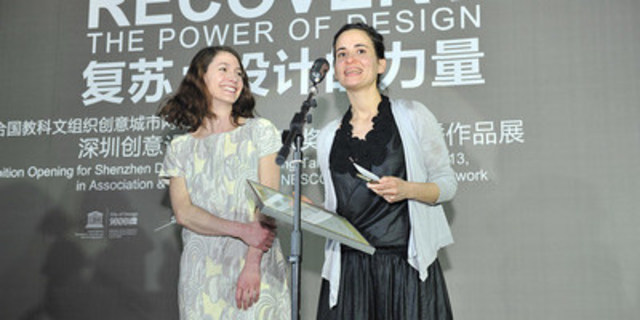 Le Studio Daily tous les jours a remporté le grand prix de 30 000 $ US des Prix Shenzhen de la relève en design en 2013 pour l'installation interactive 21 Balançoires. Crédit photo : Bureau de la promotion de Shenzhen Ville UNESCO de design (Groupe CNW/Ville de Montréal - Bureau du design)