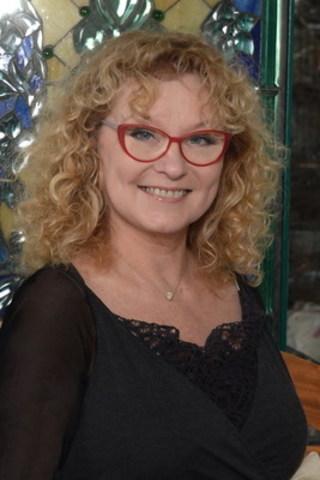 Marguerite Blais lance son livre « Les lieux de mon coeur » lundi 9 mai - 17h  à la Maison du Jazz de Montréal - privé - médias RSVP à Rosette Pipar - r.pipar@phoenix3alliance.com et le 11 mai à 17h à la Librairie Pantoute du Vieux Québec ouvert à tous - RSVP. (Groupe CNW/Phoenix3 alliance)