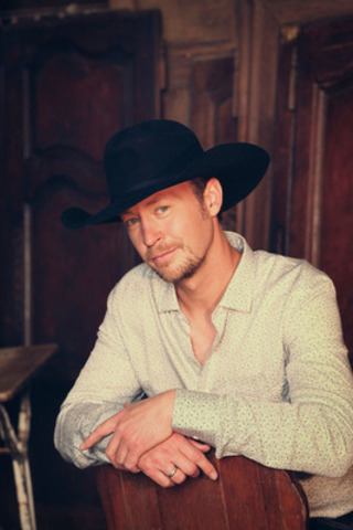 Platinum-selling country star, Paul Brandt, will perform on the Atlantic Lottery/Red Shores Main Stage on July 18 during Alberta Week in the PEI 2014 Celebration Zone, a 70-day cultural festival celebrating the creation of our nation in Charlottetown, Prince Edward Island. (CNW Group/Prince Edward Island 2014 Inc.)