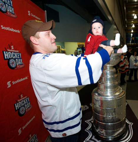 Elizabeth Chandler, 5 months, finds meeting the Stanley Cup an amazing experience shared with her dad Corey at the Peterborough YMCA leading up to Scotiabank Hockey Day in Canada. (CNW Group/Scotiabank - Sponsorships & Donations)