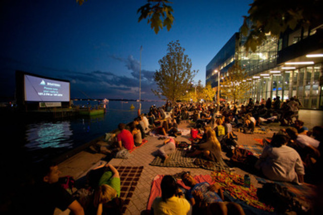 Landside audience at Sail-In Cinema™ (CNW Group/Toronto Port Authority)