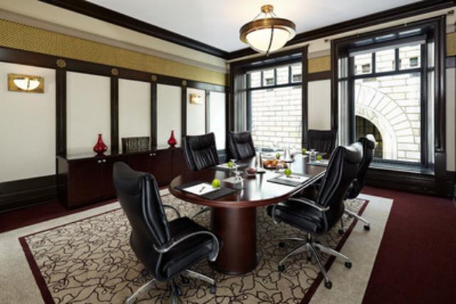 Dans le salon Saint-Antoine, les clients peuvent désormais profiter d'une autonomie complète en étant maîtres de leur temps, de leur budget et de leur environnement. (Groupe CNW/INTERCONTINENTAL MONTREAL)