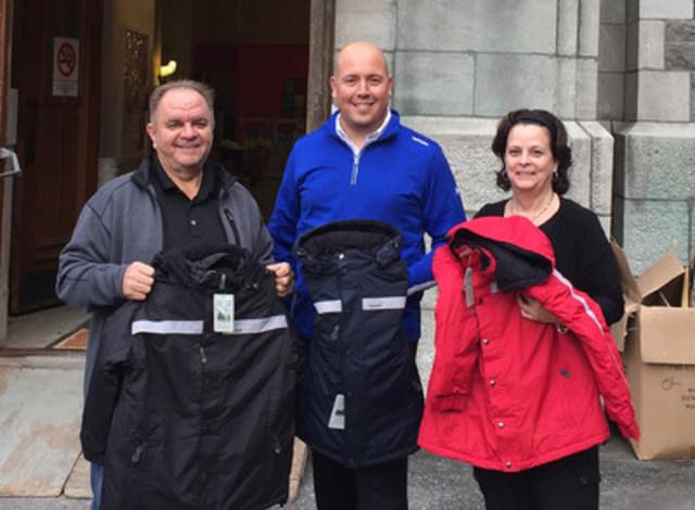 Trium Group delivers 850 jackets at the Hochelega community center. Roland Barbier (Operations Sous Zero), Alec Veilleux (Trium Group), Carole Brière (operations Sous zero) Left to right of photo. (CNW Group/Trium Group Inc.)