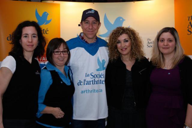 (De gauche à droite) : Natalie Barcelo, Marie-Ève Veilleux, Richard Turcotte, Marie-Michelle Desrosiers, Dr. Sabrina Fallavollita (Groupe CNW/LA SOCIETE DE L'ARTHRITE, DIVISION DU QUEBEC)
