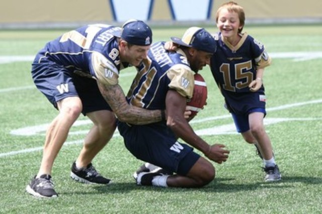 Having lost his arm in a farm accident, Ernie Friesen, this year's National Safety Ambassador for The War Amps, is well qualified to alert other children to the importance of being safe at play. In July, the seven-year-old from Taber, AB joined Winnipeg Blue Bombers Rory Kohlert (left) and Moe Leggett (right) to film a new War Amps PLAYSAFE public service announcement. The PSA will begin airing Saturday, October 10 during TSN's football telecasts and will continue through the CFL® Playoffs and the Grey Cup®. (CNW Group/War Amps)