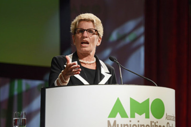 Ontario Premier Kathleen Wynne addresses municipal leaders at the Association of Municipalities of Ontario Annual Conference in Niagara Falls (CNW Group/Association of Municipalities of Ontario)
