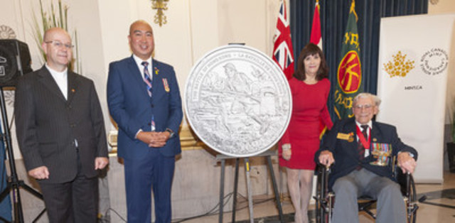 From left: Reverend Paul Lampman, Manitoba MLA Jon Reyes, Royal Canadian Mint Board of Directors member Bonnie Staples-Lyon and Second World War veteran and former Winnipeg Grenadier George Peterson unveil a silver coin commemorating the 75th anniversary of the Battle of Hong Kong (September 29, 2016) (CNW Group/Royal Canadian Mint)