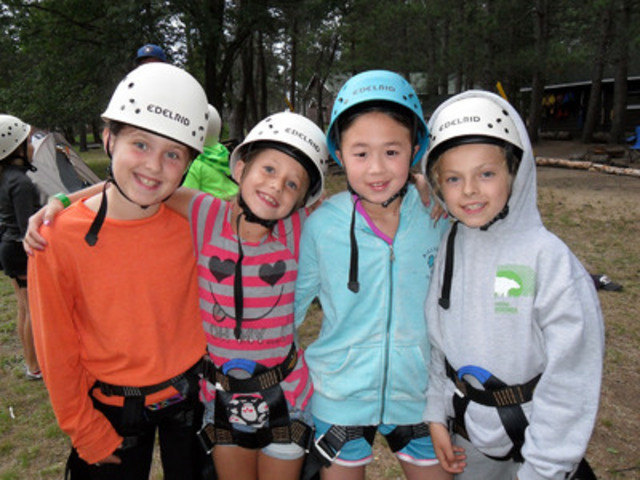Four D-Campers preparing for rock climbing (CNW Group/Canadian Diabetes Association)