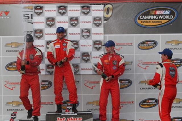 Le podium de la première course, avec Bédard (deuxième), Coupal (premier), Hammann (troisième) et Gauthier (première recrue) (Groupe CNW/Nissan Canada Inc.)