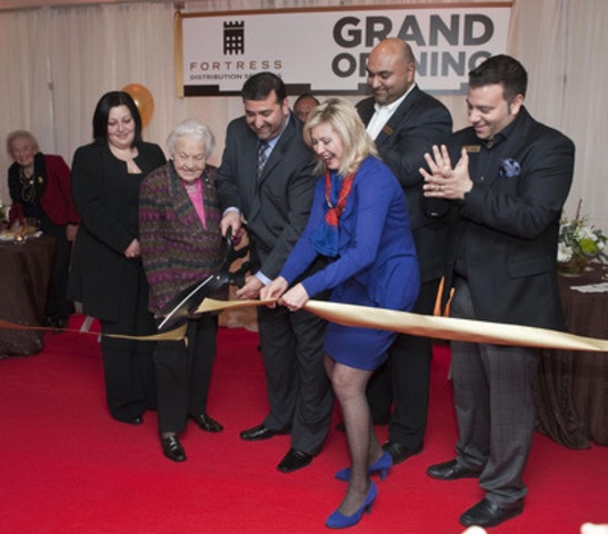 Shown (right-left) Fortress Real Developments Vice-President & COO, Vince Petrozza; President & CEO, Jawad Rathore; Councillor Crombie; Zafar Khawaja; Mayor McCallion; Ildina Galati, Principal Broker, Centro Mortgage Inc. and watching with enthusiasm, FDS'S landlord, Martha Zenker, Lisgar Development Ltd. (CNW Group/Fortress Distribution Services)