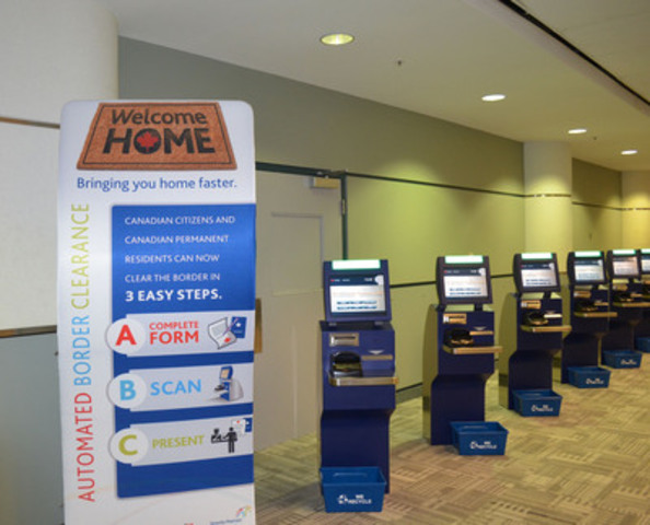 L'ASFC accueille les citoyens et les résidents permanents du Canada de retour au pays avec de nouvelles bornes de CFA (Groupe CNW/Greater Toronto Airports Authority)