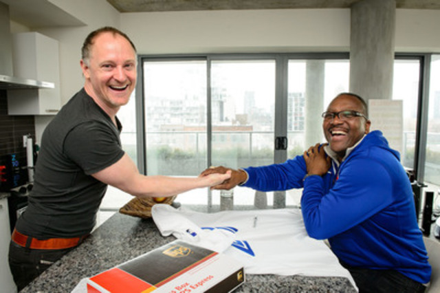 Toronto Blue Jay hero Joe Carter surprises season ticket holder with help from UPS. (CNW Group/UPS Canada Ltd.)