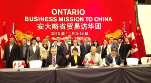 Representatives of Ontario Centres of Excellence, Canada China Angels Alliance, River Capital and Zhongguancun Haidian Science Park sign a new partnership agreement in Beijing on Nov. 12 joined by Premier Kathleen Wynne, Brad Duguid, Minister of Economic Development, Employment and Infrastructure and Michael Chan, Minister of Citizenship, Immigration and International Trade. Also present were 10 Ontario Tech companies participating in the China Angels Mentorship Program. (CNW Group/Ontario Centres of Excellence Inc.)