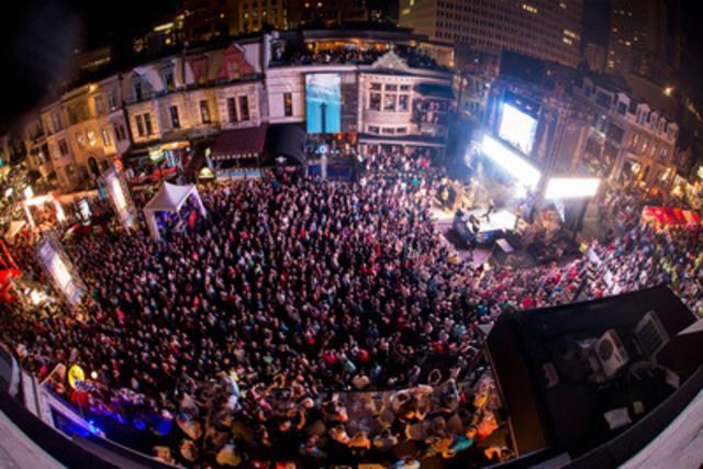 Une des deux foules records de la rue Crescent, prise du toit du Winston Churchill Pub vendredi soir. (Groupe CNW/Festival Grand Prix sur Crescent)