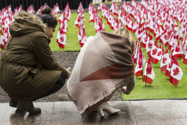 11,843 Canadian flags have been planted on the front lawn of Manulife's global headquarters at 200 Bloor St. E and will remain on display until November 11, 2016. The flags have been planted to honour more than 118,000 members of the Canadian Armed Forces who have fallen in service to Canada from the days of the South African War to the Afghanistan mission, as well as peacekeeping missions. (CNW Group/Manulife Financial Corporation)