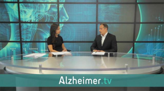 Dr Ziad Nasreddine interviewe par la presentatrice de nouvelles Kia Watkins dans le studio d'Alzheimer.tv, situe dans le hall d'entree de l'Institut et Clinique MoCA. Le studio est un espace ouvert où les patients et leurs accompagnateurs peuvent regarder l'equipe d'Alzheimer.tv en action. (Groupe CNW/Alzheimer.tv)