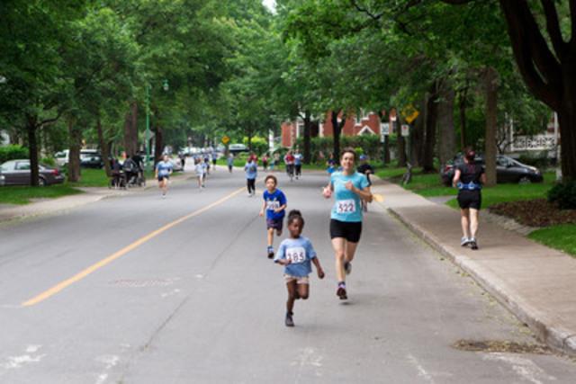 La course d'un kilomètre comprenait un grand nombre de jeunes coureurs de moins de 12 ans. (Groupe CNW/Communiqués Montréal)