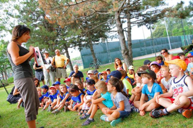 Élise Gravel a su captiver les enfants en racontant l'histoire du Grand Antonio. (Groupe CNW/Ville de Montréal - Arrondissement de Rosemont - La Petite-Patrie)