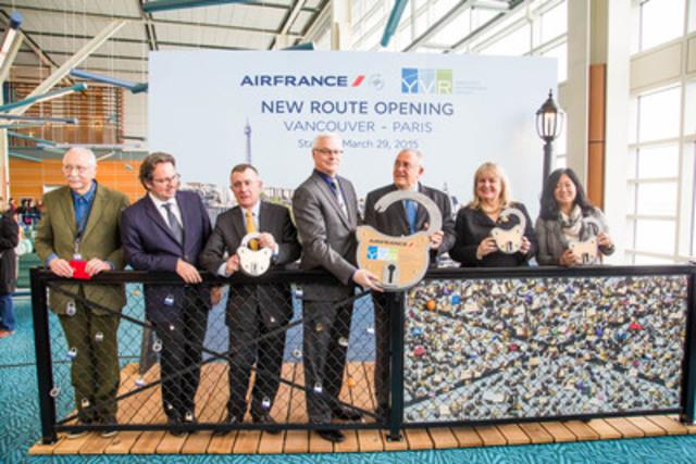 L'aéroport international de Vancouver (YVR) a accueilli le vol inaugural d'Air France en provenance de l'aéroport Charles de Gaulle, salué par l'ambassadeur de France au Canada, des membres du gouvernement fédéral et du gouvernement provincial, des représentants d'Air France et des invités d'honneur. (Groupe CNW/Administration de l'aéroport international de Vancouver)