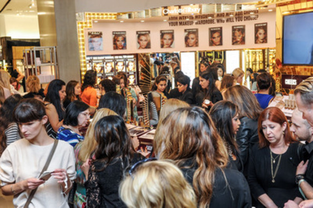 Holt Renfrew, Bloor Street Counter & Crowds at Launch Event (CNW Group/Charlotte Tilbury)