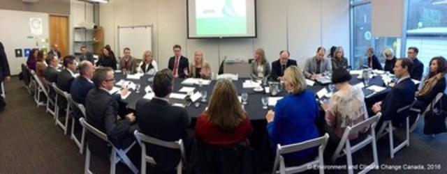 Le 1er mars 2016, la ministre McKenna a participé à la table ronde du partenariat EXCEL avec des hauts dirigeants et des représentants du domaine du développement durable qui provenaient de divers organismes, à Vancouver, en Colombie-Britannique. (Groupe CNW/Environnement et Changement climatique Canada)