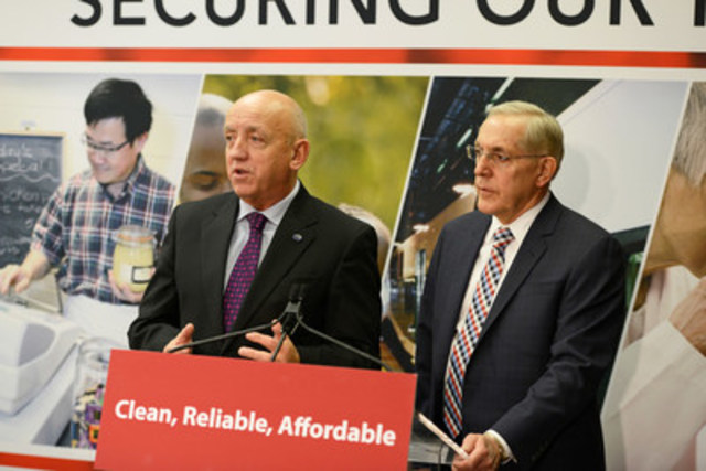 Bruce Power President and CEO Duncan Hawthorne and Energy Minister Bob Chiarelli outline the details of Bruce Power's amended agreement to media at Queen's Park on Thursday. (Photo credit: Bruce Power) (CNW Group/Bruce Power)