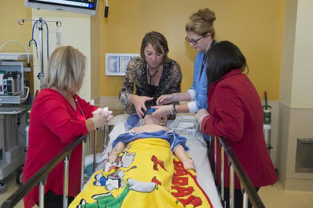 Le centre de simulation révolutionne la formation en chirurgie au moyen de simulateurs et des procédures précises, ce qui permet aux professionnels de la santé d'acquérir un large éventail de compétences (Groupe CNW/Hôpital Shriners pour enfants)