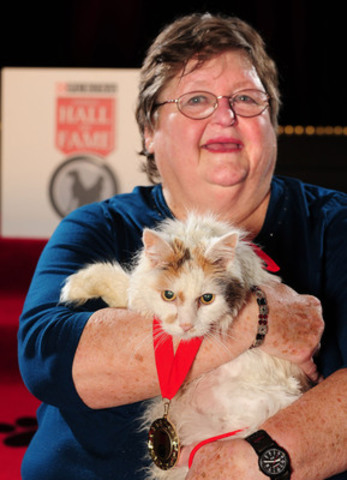 Chyrl Field's heroic cat Meskie was inducted into the 2014 Purina Animal Hall of Fame (CNW Group/Purina Animal Hall of Fame)